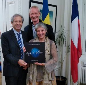 His Excellency Jose Goni (ambassador of Chile to Sweden), Maria-Paz Acchiardo (former vize mayor of Stockholm), both of them word contributors to Song of Silence, and Rico Besserdich in the Embassy of Chile.